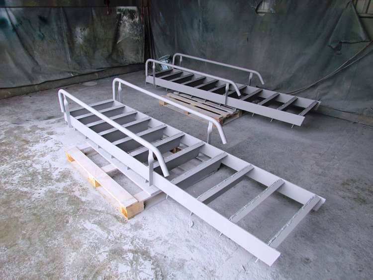 002 - Лестницы из металла на заказ