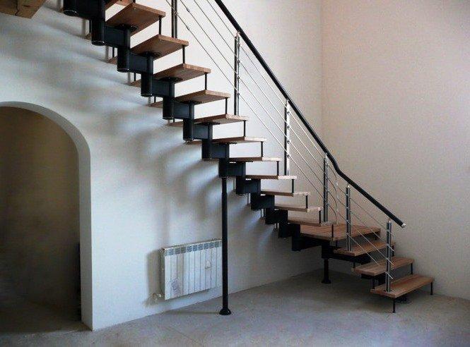 24480633.qfvlqptw44.W665 - Лестницы из металла на заказ