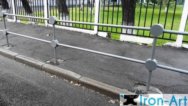 2b6c2e44613b255c30c048037ab73c4e - Металлические пешеходные ограждения на заказ