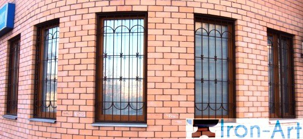 Reshetki na okna 600 276 - Металлические решетки на окна