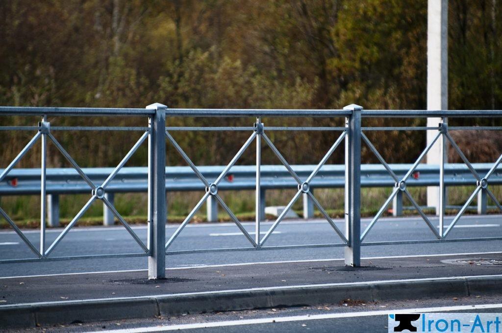 VZMK 9035 1024x680 - Металлические пешеходные ограждения на заказ