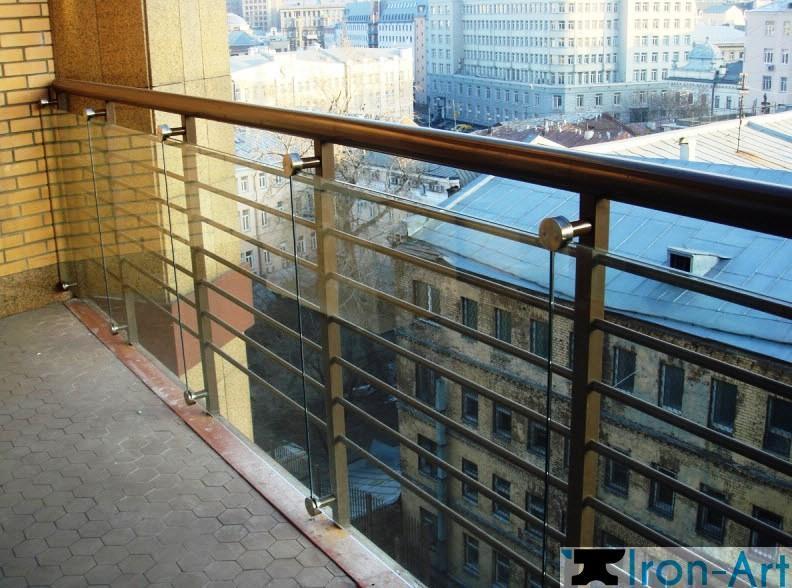 kombinirovannoe perily dlya balkona - Металлические ограждения