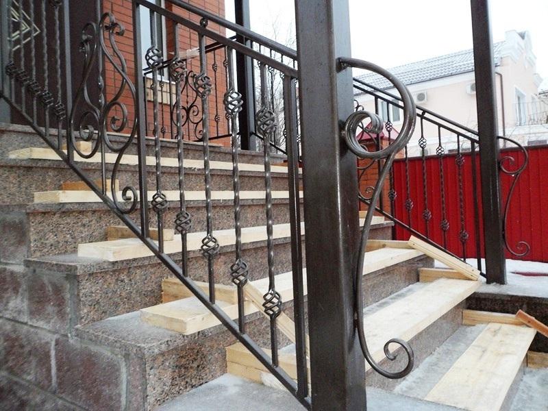kovanie perila 3 - Лестницы из металла на заказ