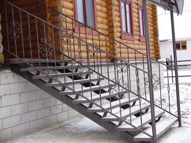 laiptai 1 - Лестницы из металла на заказ
