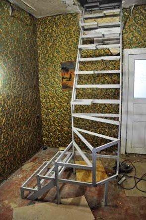 lestnica iz metalla na vtoroj etazh svoimi rukami 2 - Металлические лестницы