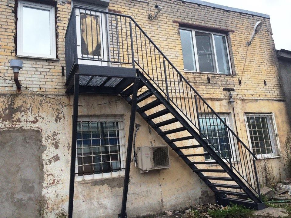 photo919 - Лестницы из металла на заказ