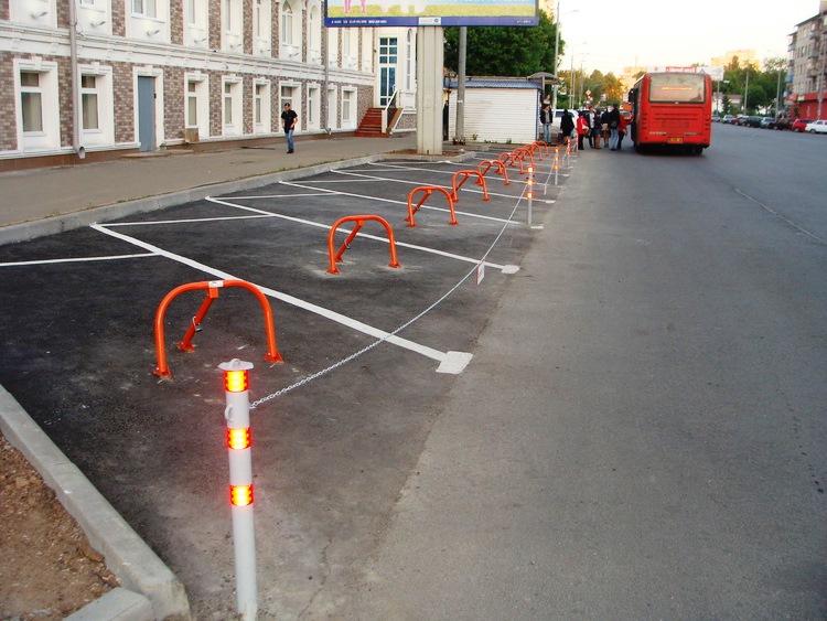 stolbik s tsepochkoy2 - Металлические парковочные столбики на заказ